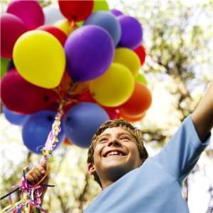 Jongen met ballonnen