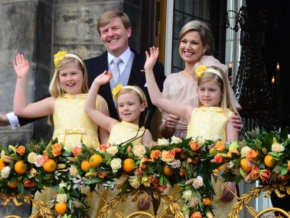 Koninklijke familie op balkon