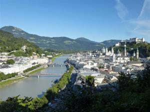 Salzburg, zich op rivier
