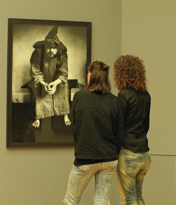 Twee meisjes bij foto Corbijn
