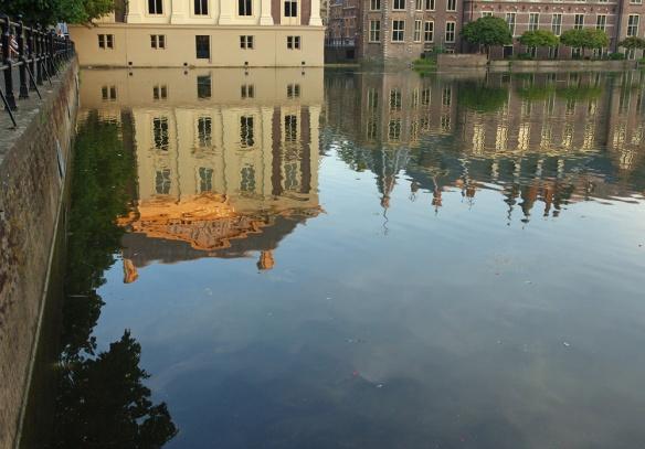 Reflectie Mauritshuis en Binnenhof