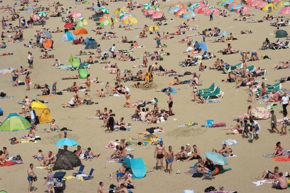 Drukte op strand Scheveningen