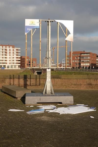 Gemeentebord vernield aan Houtrustweg Duindorp